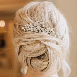https://thelittlepearl.co/collections/hair/products/crystal-pearl-bridal-comb